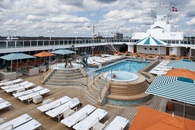 Crystal Serenity Seahorse Pool and Jacuzzis(1)